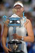 图文:莎拉波娃2-0伊万诺维奇 莎娃登上领奖台