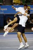 图文:以色列组合男双夺冠 高难度庆祝动作
