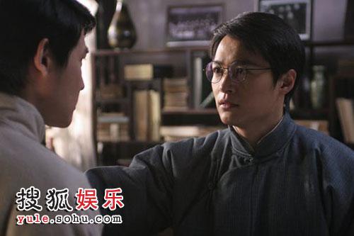 """郑国霖饰演""""家""""中成员之一觉民"""