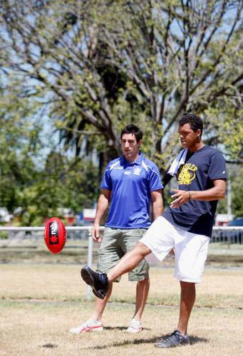 与朋友玩橄榄球