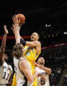 图文:[NBA]黄蜂胜马刺 钱德勒强攻篮下