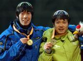 图文:安伟江于凤桐并列冠军 两位冠军合影