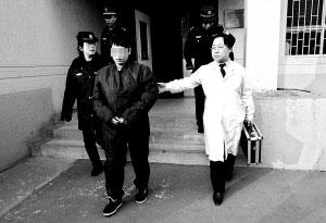 春燕在天河监狱办理完入监手续。 首席摄影记者 吴宁/摄