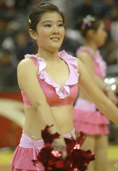 图文:cba篮球宝贝赛场热舞