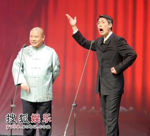北京台春晚首次彩排 郭德纲现身说相声
