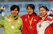 图文:王北星获速滑1000米冠军 站在领奖台