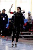 图文:王北星获速滑1000米冠军 和观众致意
