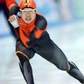 图文:速滑于凤桐获男子1000米冠军 全力滑行