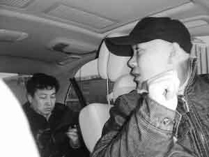 王永询问搭车者在哪里下车。