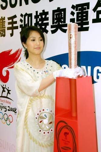 图文:香港08奥运火炬手揭晓 杨千嬅代表澳门