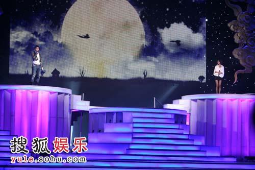 舞台宏伟亮丽