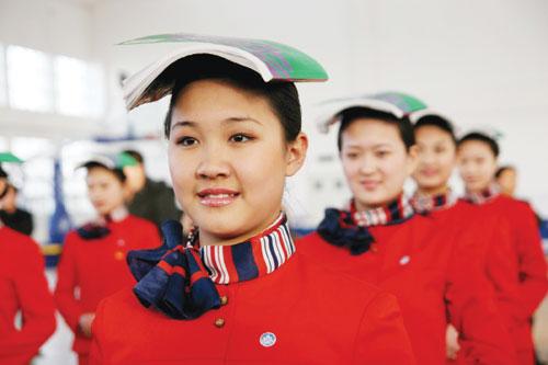 礼仪小姐在进行站姿训练.她们中的部分人将成为北京奥运会颁奖礼
