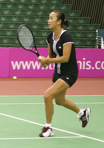 备战联合会杯网球赛中法战 彭帅刻苦训练
