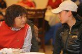 图文:辽宁副省长探望奥运健儿 座谈会上悄悄话