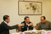 图文:辽宁副省长探望奥运健儿 柔道教练刘永福