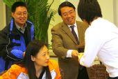 图文:辽宁副省长探望奥运健儿 向队员发红包