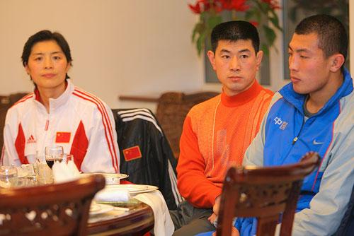图文:辽宁副省长探望奥运健儿 运动员受到接见