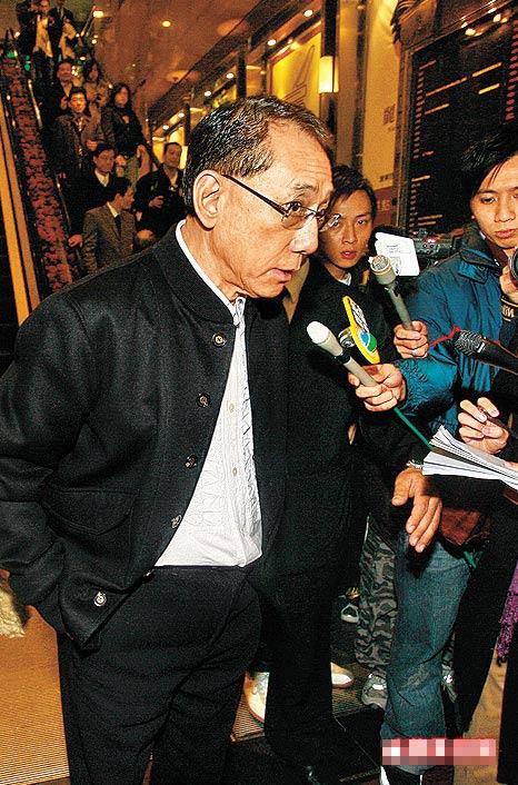 英皇娱乐集团主席杨受成昨日出席公开场合,但未有响应淫照事件。