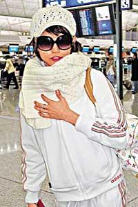 "Edison的前绯闻女友Rosanne已离港返新加坡""避难"""