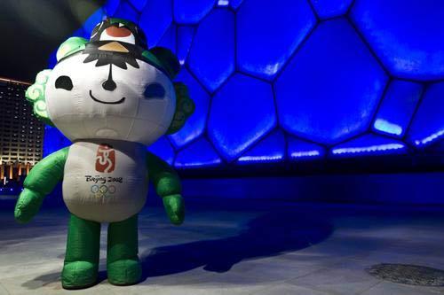 图文:水立方迎来奥运 福娃 妮妮 笑迎八方客