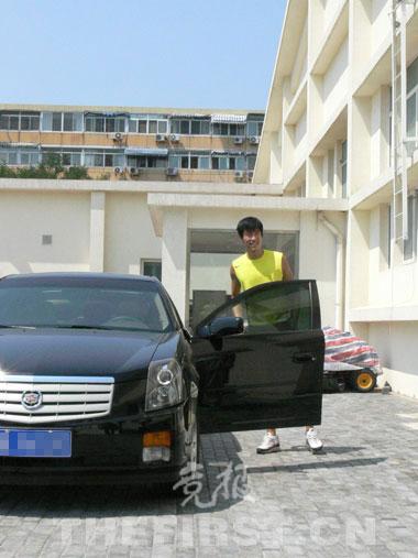 刘翔在北京训练进出都是乘坐凯迪拉克