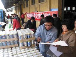 广州百事在向救灾办公室捐赠物资