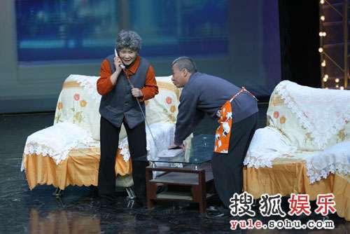 图:录制现场 蔡明在小品里扮演老太太