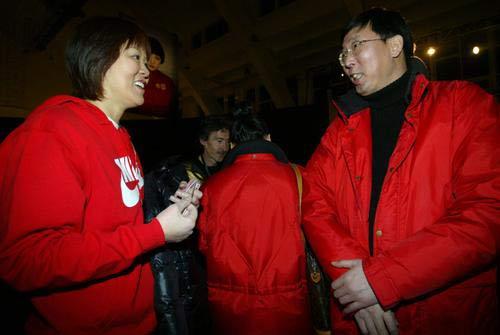 郎平与朱建华在攀谈