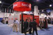 SANDISK展出32G SD卡