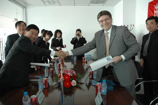 汽修一厂获进口标志北京独家经销授权高清图片