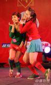 图文:国羽春节联欢晚会搞笑不断 两人作可爱装