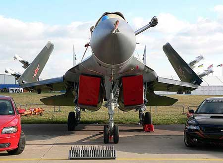 俄制米格-29K舰载机正面特写