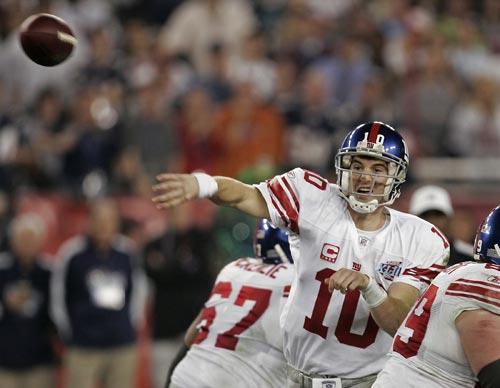 曼宁/图文:2008年美式橄榄球超级碗曼宁传球