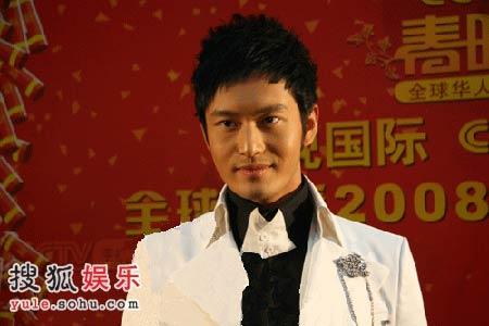 """黄晓明被称""""明王子"""""""