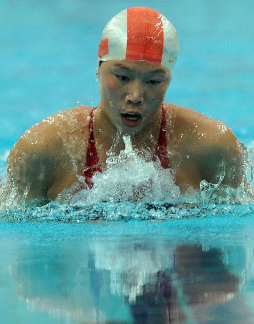 齐晖夺女子100米蛙泳冠军-最后冲刺