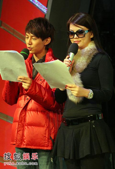 《爱心大融冰》彩排精彩现场 李湘与何炅对台词