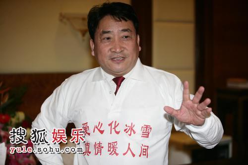 姜昆接受采访