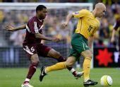 图文:[世预赛]澳洲VS卡塔尔 布雷西亚诺带球