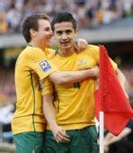 图文:[世预赛]澳洲VS卡塔尔 麦克唐纳传球