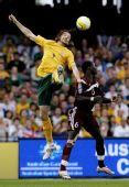 图文:[世预赛]澳洲3-0卡塔尔 肯尼迪头球争顶