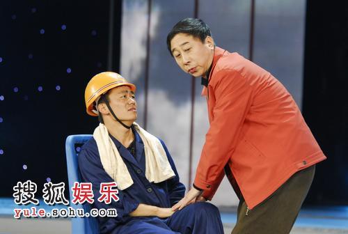 王宝强与冯巩表演《公交协奏曲》