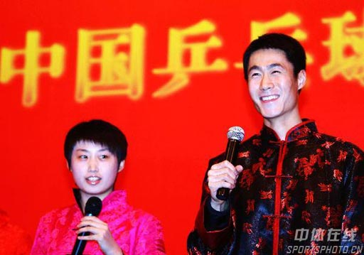 图文:乒乓球队搞怪春节晚会 王励勤郭跃搭档