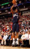 图文:[NBA]火箭胜骑士 吉布森三分出手