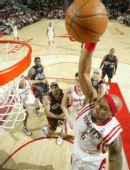 图文:[NBA]火箭胜骑士 维尔士单手暴扣