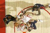 图文:[NBA]火箭胜骑士 维尔士摘板