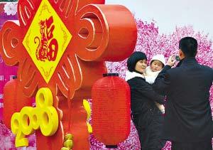 由于天气寒冷,广州雕塑公园只有少量樱花开放。