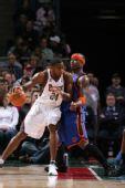 图文:[NBA]尼克斯VS雄鹿 梅森护球