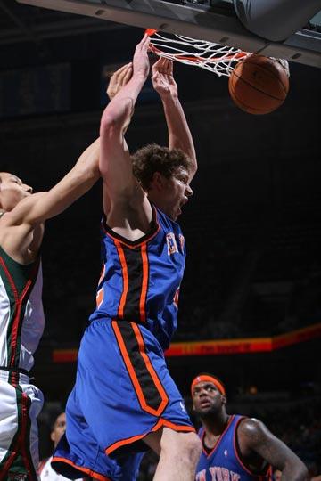 图文:[NBA]尼克斯VS雄鹿 大卫-李扣篮