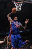 图文:[NBA]尼克斯VS雄鹿 库里单手扣篮