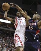 图文:[NBA]火箭VS老鹰 布鲁克斯突破霍福德